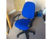 Desk/computer chair, adjustable, with 5 spar base and castor wheels