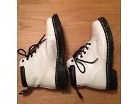 Dr martens 939 6 eyelet boot