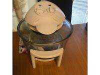 LARGE HALOGEN OVEN AND 2 COOK BOOKS