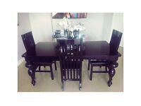 GORGEOUS BLACK GLOSS TABLE AND 4 CHAIRS