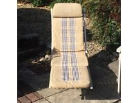 Folding wooden sun lounger