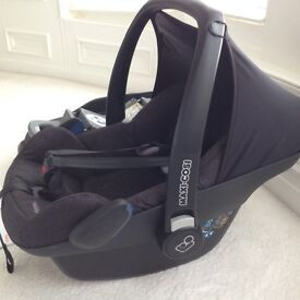 Maxi Cosi Pebble Car Seat, clean, working, few scratches.Instructions included