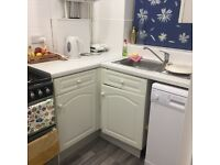 Double room to let in Twickenham in modern and clean house