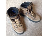 Womens LOWA Goretex Renegade walking boots - Size 7 / 41 Excellent Condition Hardly Worn