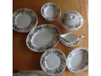 Wedgewood Hathaway Rose 6 piece dinner set