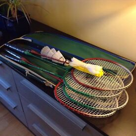 Badminton set 4 raquets 3 shuttlecocks and net for playing at home As new