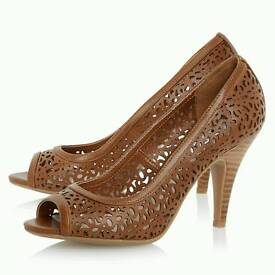 Admin Assistant needed for high heel shop
