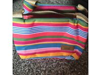 A SMALL COOLER LUNCH BAG