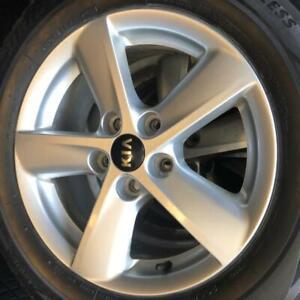 205/65/16 Bridgestone blizzak 6-7/32 + mags 16 pouces. Kia original