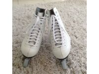 GIRLS WHITE ROMA ICE SKATES, SIZE UK 2 in EXCELLENT CONDITION