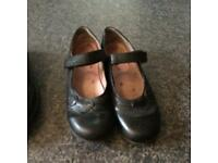 Startrite girls leather school shoes (size 1.5)