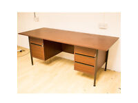 Large Office Desk With 5 Lockable Draws