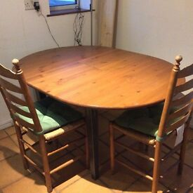 Kitchen dining table Ø105cm SOLID WOOD. VERY GOOD CONDITION