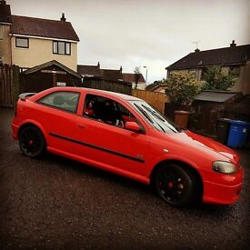 Red Vauxhall Astra Sri 2.2 petrol hatchback with alloys and bluetooth cd player