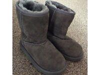 SUPERB UGG AUSTRALIA KIDS BOOTS IN GREY SIZE 10 FOR SALE £20