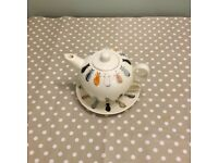 Tea pot ,cup and saucer stack decorated with cats