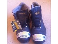 NEW SAFETY BOOTS SIZE 9 OR 10