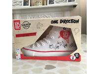 One direction sneaker lamp