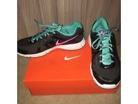 Nike Ladies Revolution 2 Running Trainers Size 7 NEW