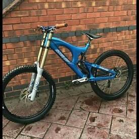 Santa cruz v10 bike