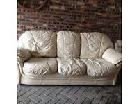 Cream 3 seater settee and 2 armchairs