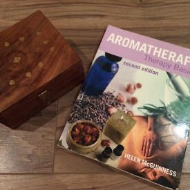 Aromatherapy Oil box including 12 oils & Aromatherapy basics guide