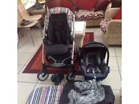 """""""WHICH BEST BUY AWARD WINNER' Mamas and Papas Sola Pushchair . Matching Car Seat, Foot Muff"""