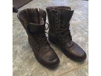 Mens Boots, size 7