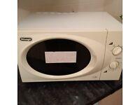 large 21 litre de Longhi microwave oven