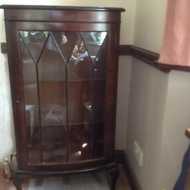 Small mahogany display cabinet with 3 glass shelves