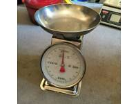 Industrial style retro weighing kitchen scales