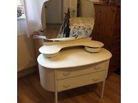 Shabby chic vintage dressing table cream £35 STAG set drawers £30