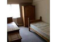 Available now- Single room with private bathroom- FIRST MONTHS RENT HALF PRICE! L3 Pall Mall - City