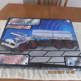 Nuts & Bolts Engineering Set - NEW