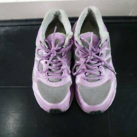 Running trainers size 4.5