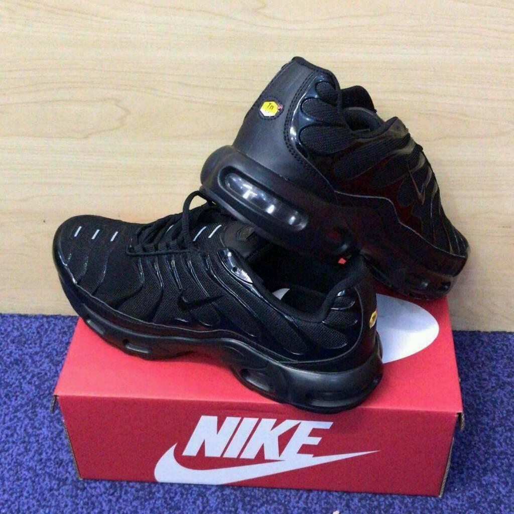 NIKE AIR MAX TN PLUS (FREE DELIVERY!!!!)