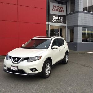 2015 Nissan Rogue SV AWD CVT Island Vehicle! No Accidents! AWD