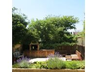 7 min walk to Tube - 2/3 Bedroom Ground Floor Flat - private south facing garden w/ outdoor bbq