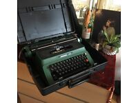 Vintage Typewriter Fully Working with case (Needs a ribbon)
