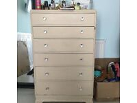 Shabby chic style chest of 6 drawers with clear diamond handles. Bit tatty but perfect for a project