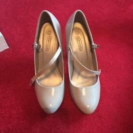Lady's heel shoes