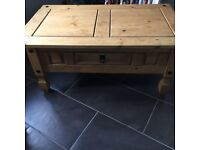 Lovely coffee table - VGC