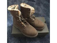 Timberland women boots size 6