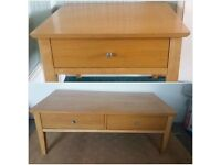 Oak coffee table 2 drawers in very good condision