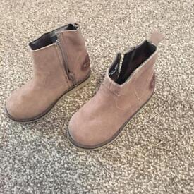 Girls size 6 beautiful ankle boots, never worn.