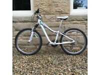 SPECIALIZED HOTROCK GIRLS BIKE SUITABLE FOR 9-12 YEAR OLD