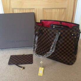 Louis Vuitton Brown Chequered Neverfull MM bag with a pouch for sale