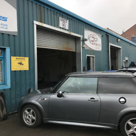 Commercial Workshop / Storage / Warehouse Unit to Let in Armley Leeds LS12 - 1250sq ft - £185p/w