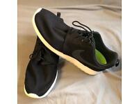 New Nike Roshe One Men's size 11