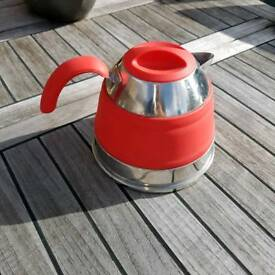 Folding kettle for camping